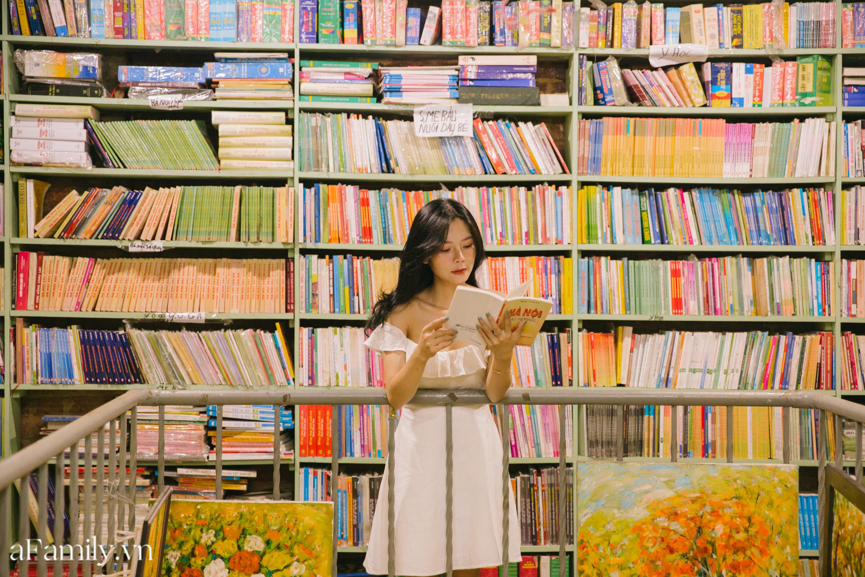 """Ở con ngõ nhỏ trong phố Đinh Lễ có một tiệm sách cổ, là thiên đường của những """"mọt sách"""", cũng là địa điểm check-in cực chất cho những người thích phong cách retro - Ảnh 6."""