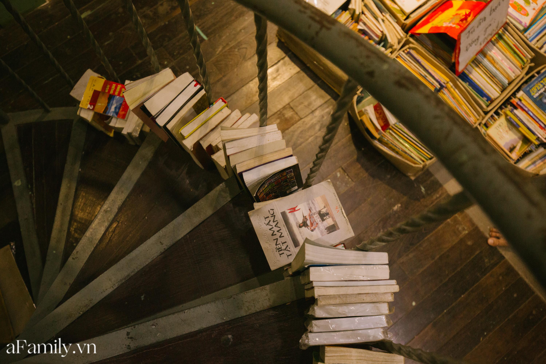 """Ở con ngõ nhỏ trong phố Đinh Lễ có một tiệm sách cổ, là thiên đường của những """"mọt sách"""", cũng là địa điểm check-in cực chất cho những người thích phong cách retro - Ảnh 5."""
