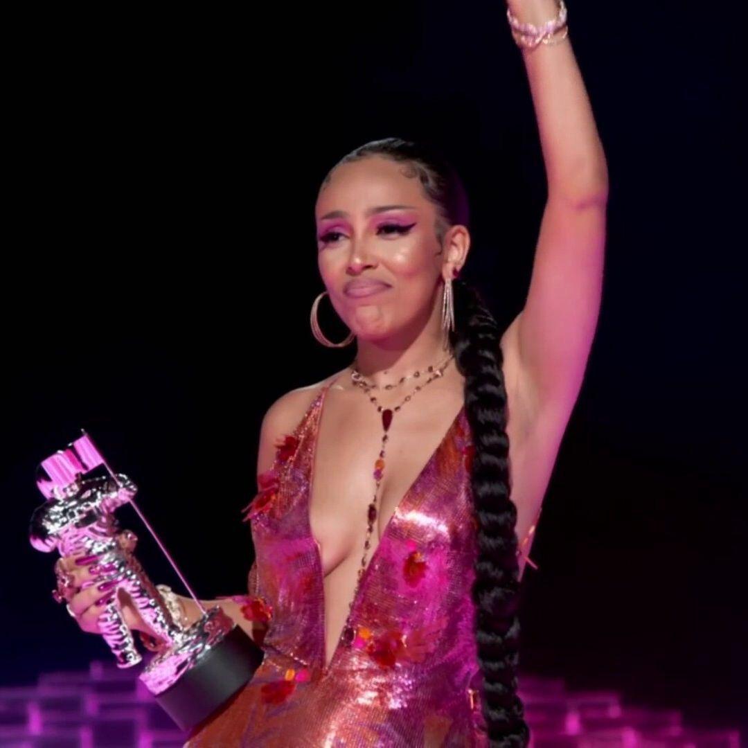 Kết quả MTV VMAs 2020: Lady Gaga và BTS chiếm trọn spotlight, Ariana Grande gom nhanh 4 giải, riêng Billie Eilish trắng tay - Ảnh 16.