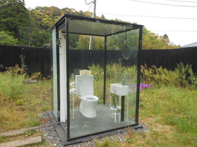 Nhà vệ sinh công cộng trong suốt ở Nhật Bản gây chú ý vì cảm biến thông minh, kính tự động đục khi có người - Ảnh 4.