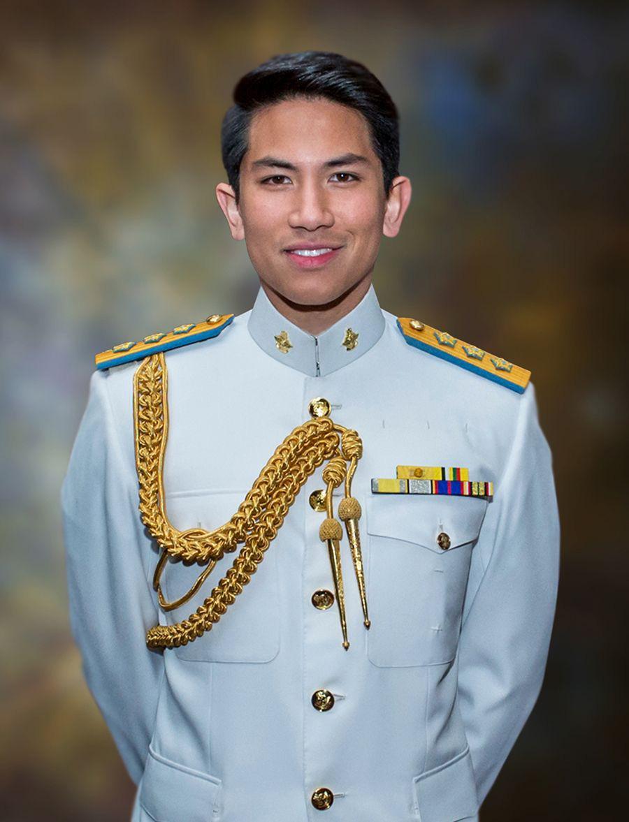 Hoàng tử của Brunei: Đẹp trai, giàu có, đi cắt tóc thôi cũng tốn đến 400 triệu nhưng học vấn cực khủng mới là điều đáng bàn - Ảnh 2.