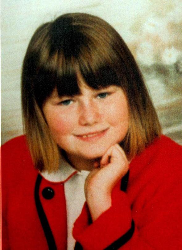Bé gái từng gây chấn động thế giới khi bị bắt cóc và giam giữ trong hầm tối hơn 3000 ngày có cuộc sống hiện tại khiến ai cũng sững sờ sau 13 năm - Ảnh 1.