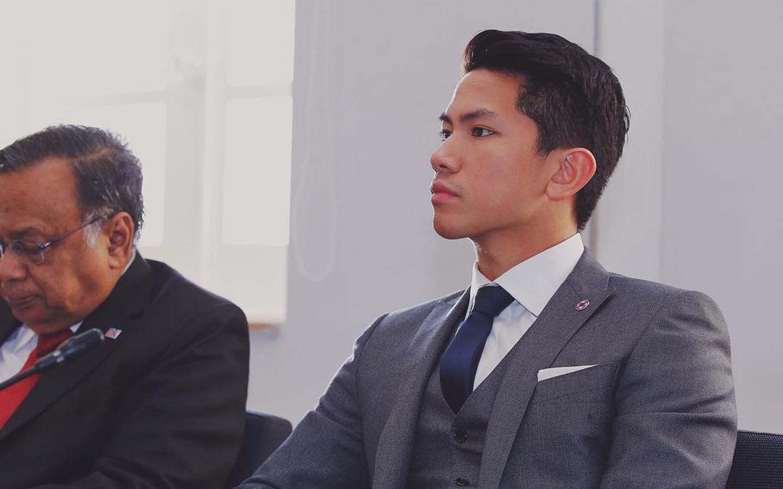 Hoàng tử của Brunei: Đẹp trai, giàu có, đi cắt tóc thôi cũng tốn đến 400 triệu nhưng học vấn cực khủng mới là điều đáng bàn