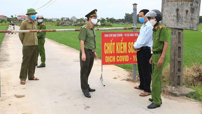 Phong toả 1 thôn ở Thái Bình vì COVID- 19, học sinh thi tốt nghiệp THPT như thế nào? - Ảnh 1.