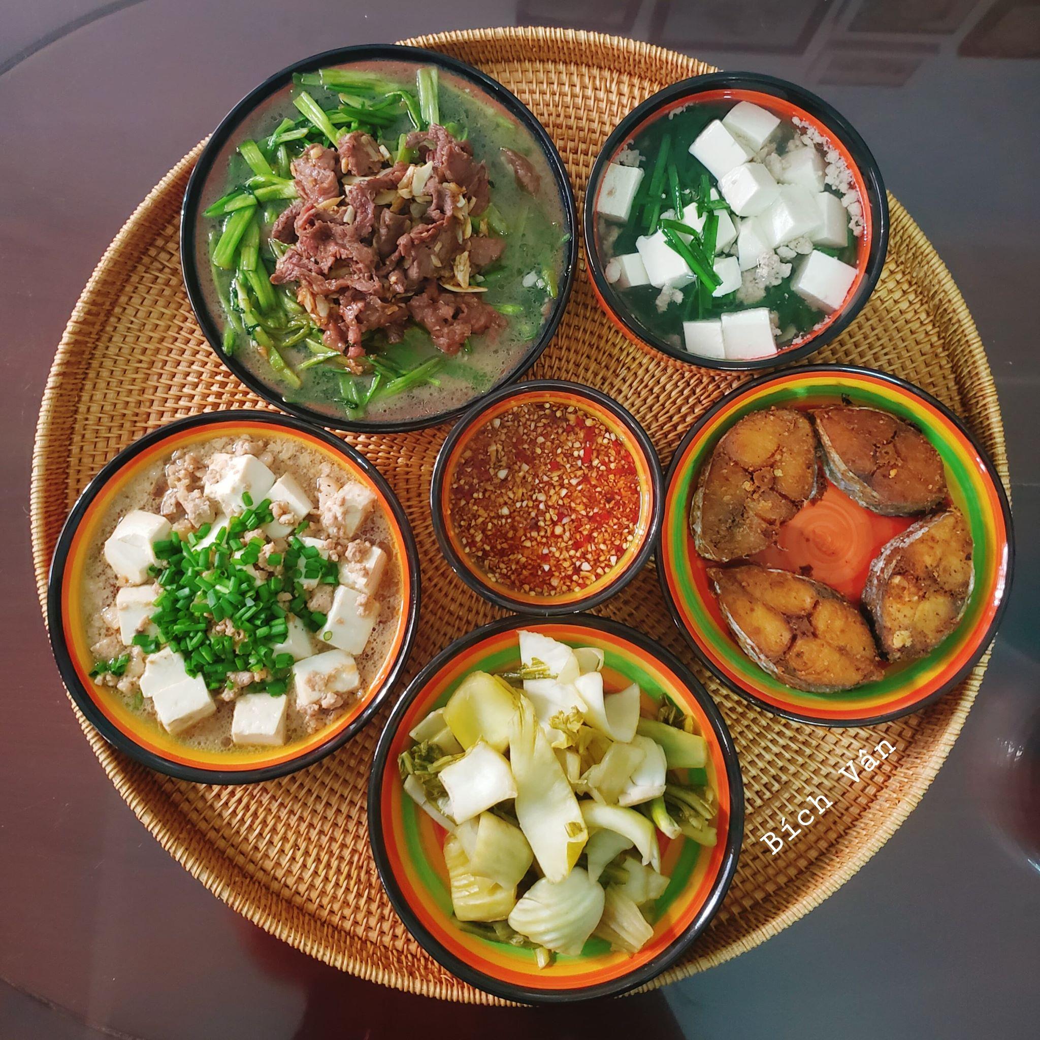Chỉ từ 130k trở lên, bà nội trợ đảm Sài Gòn sắm sửa mỗi bữa cơm đều như đãi tiệc với các món bổ dưỡng, đẹp mắt cho gia đình 6 thành viên - Ảnh 3.