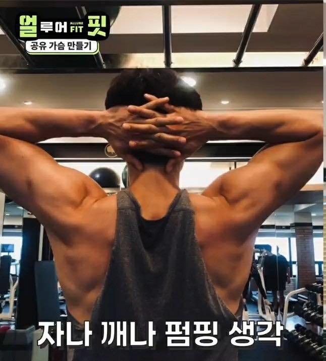 """Không thể tin nổi, """"ông chú yêu tinh"""" Gong Yoo 41 tuổi vẫn sở hữu body cuồn cuộn cơ bắp đến thế này  - Ảnh 2."""
