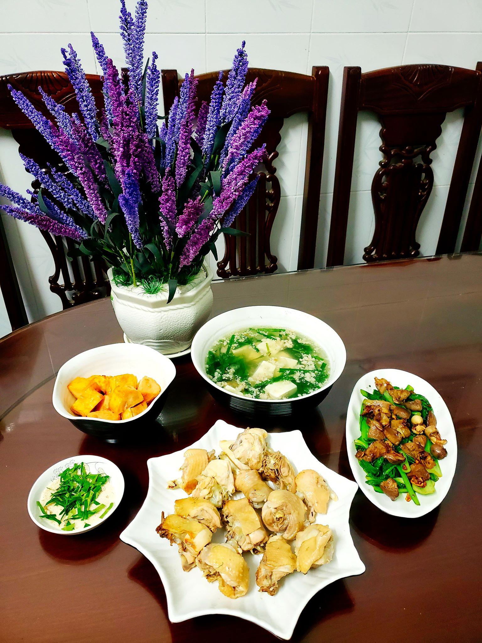 Chỉ từ 130k trở lên, bà nội trợ đảm Sài Gòn sắm sửa mỗi bữa cơm đều như đãi tiệc với các món bổ dưỡng, đẹp mắt cho gia đình 6 thành viên - Ảnh 11.