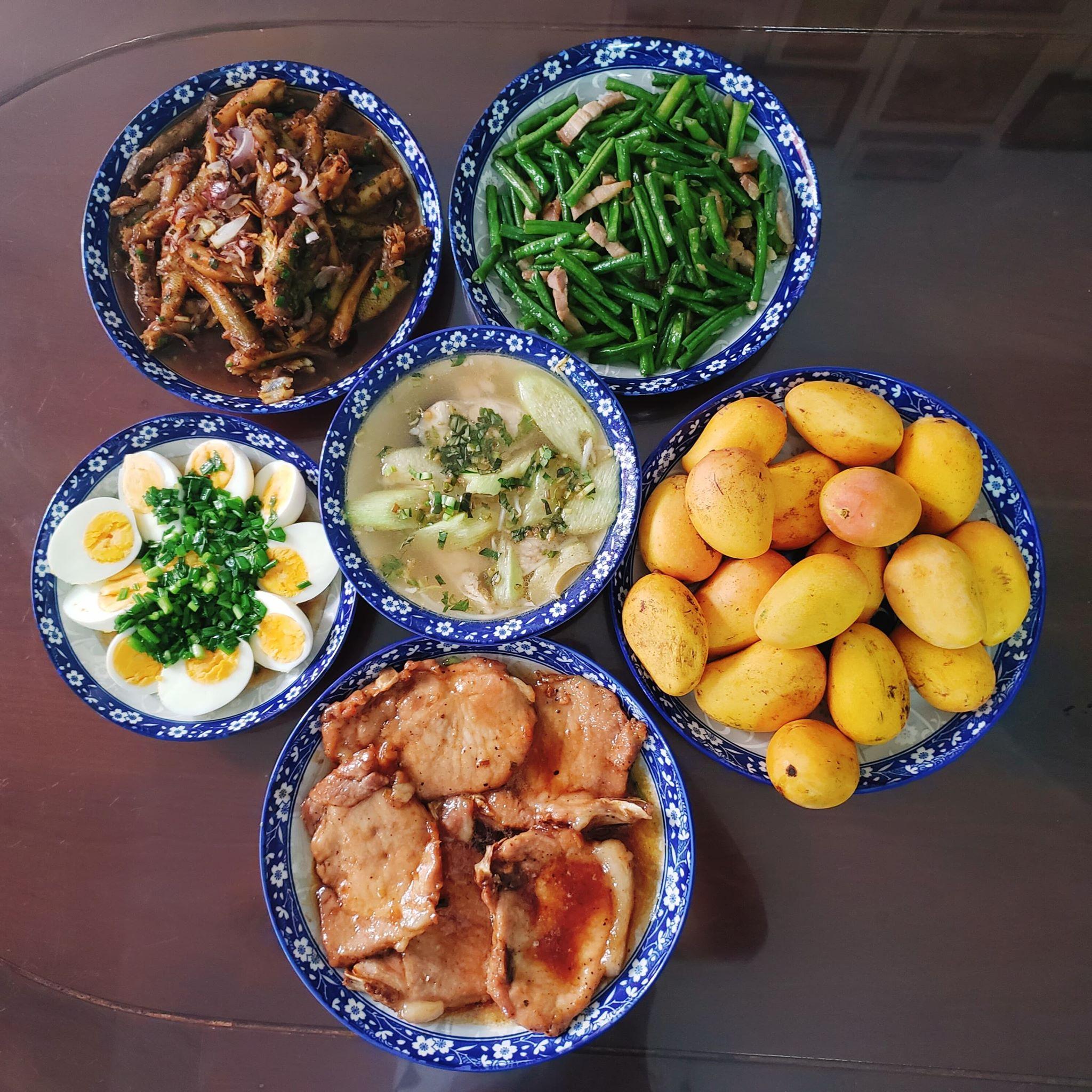 Chỉ từ 130k trở lên, bà nội trợ đảm Sài Gòn sắm sửa mỗi bữa cơm đều như đãi tiệc với các món bổ dưỡng, đẹp mắt cho gia đình 6 thành viên - Ảnh 12.