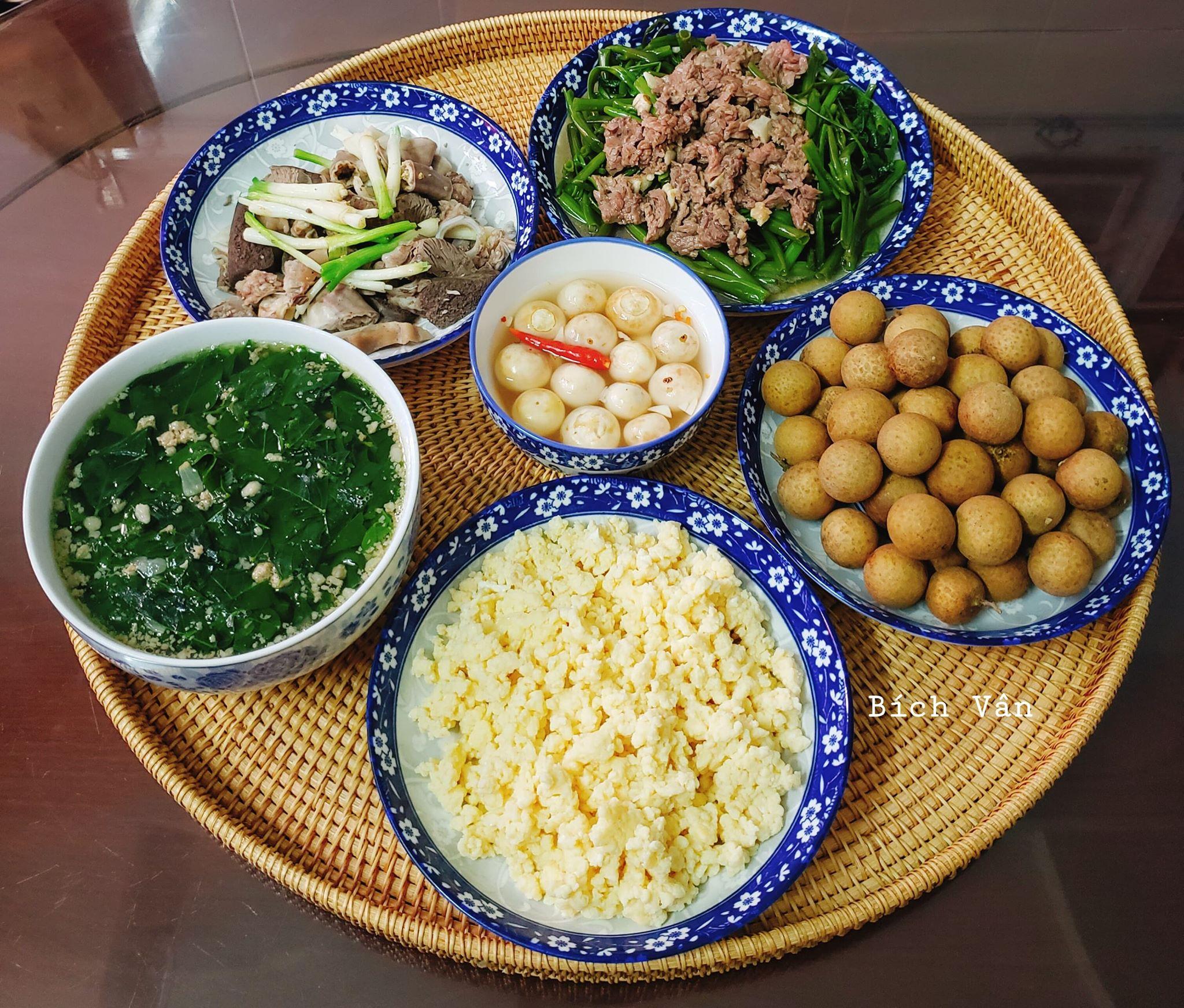Chỉ từ 130k trở lên, bà nội trợ đảm Sài Gòn sắm sửa mỗi bữa cơm đều như đãi tiệc với các món bổ dưỡng, đẹp mắt cho gia đình 6 thành viên - Ảnh 14.