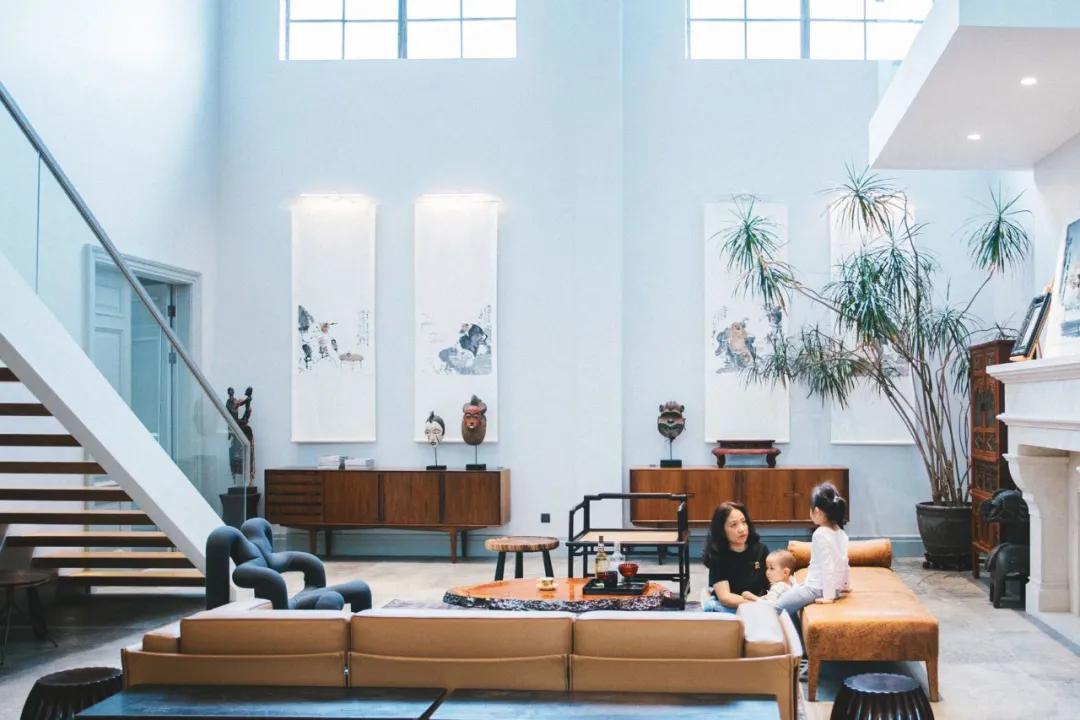 Cặp vợ chồng trẻ thuê nhà xưởng 1000m² cải tạo thành không gian sống siêu đẹp ở ngoại ô - Ảnh 3.