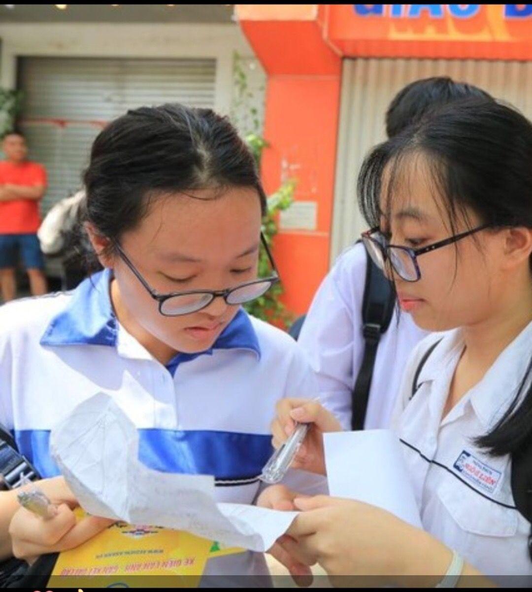 Nữ thủ khoa vào lớp 10 công lập Hà Nội với số điểm 48.5: Luôn đi ngủ lúc 10h nhưng bất ngờ hơn là quyết định chọn trường - Ảnh 2.