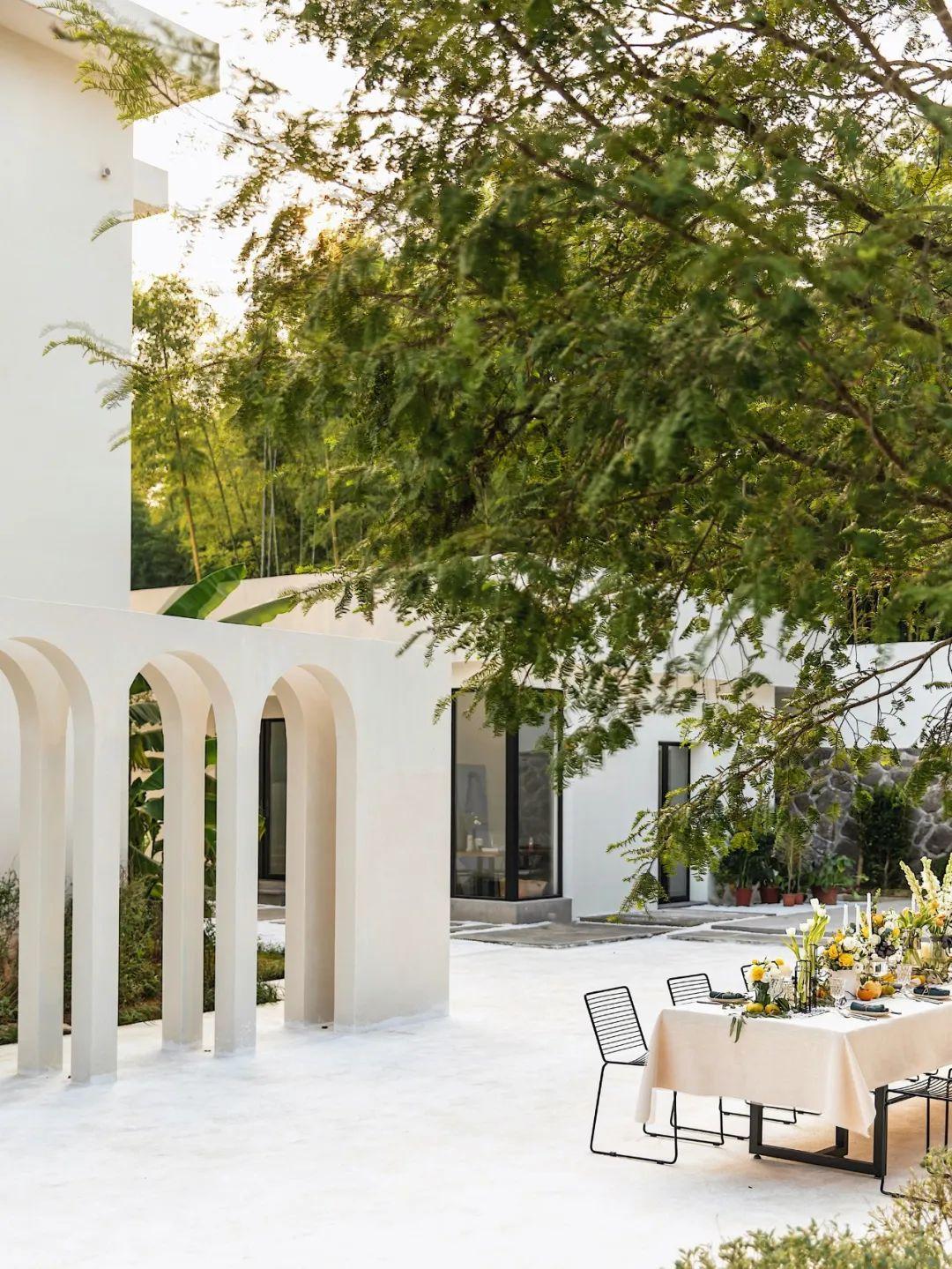 Cô gái xinh đẹp quyết nghỉ việc về quê xây lâu đài trắng, làm vườn cùng bố trên mảnh đất 3000m² - Ảnh 9.