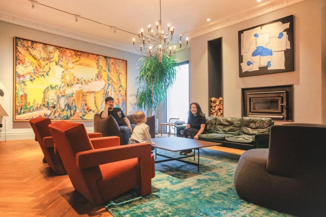 Cặp vợ chồng trẻ thuê nhà xưởng 1000m² cải tạo thành không gian sống siêu đẹp ở ngoại ô - Ảnh 2.