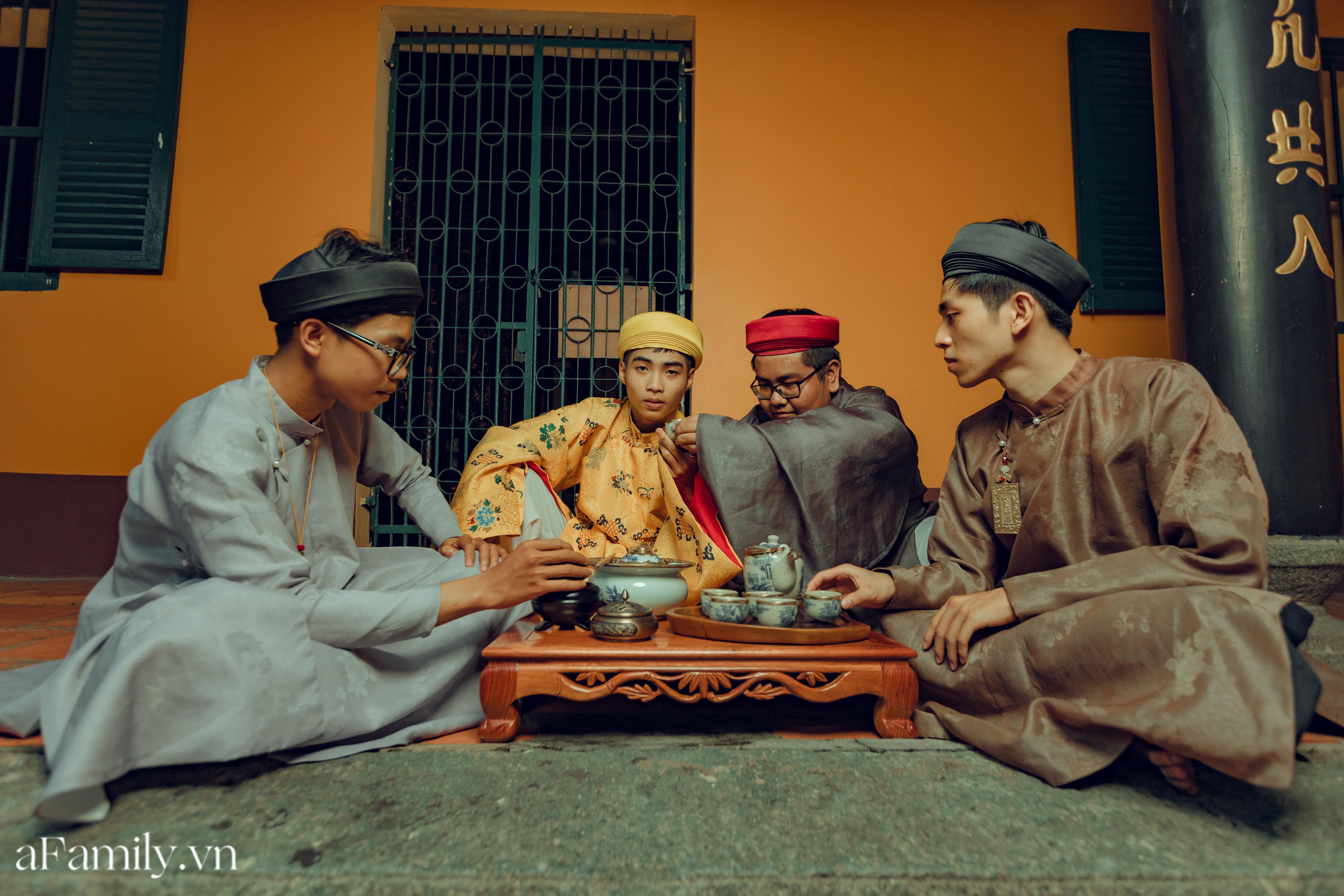 """Nhóm học sinh cấp 3 tìm về nét đẹp truyền thống, diện nguyên dàn cổ phục Việt chụp ảnh kỷ yếu, nhanh chóng thành tạo """"hot trend"""" trên mạng xã hội - Ảnh 5."""