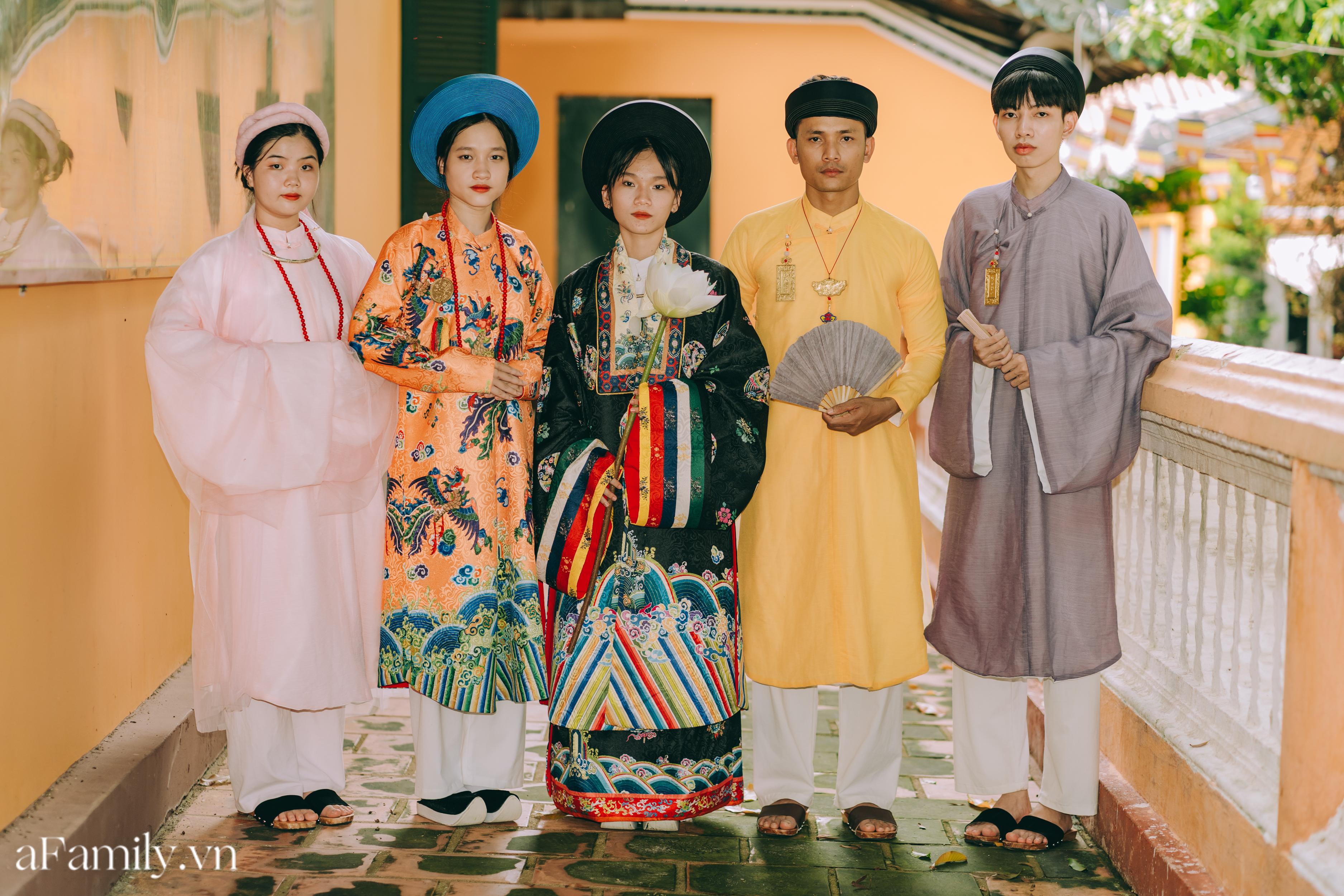 """Nhóm học sinh cấp 3 tìm về nét đẹp truyền thống, diện nguyên dàn cổ phục Việt chụp ảnh kỷ yếu, nhanh chóng thành tạo """"hot trend"""" trên mạng xã hội - Ảnh 6."""