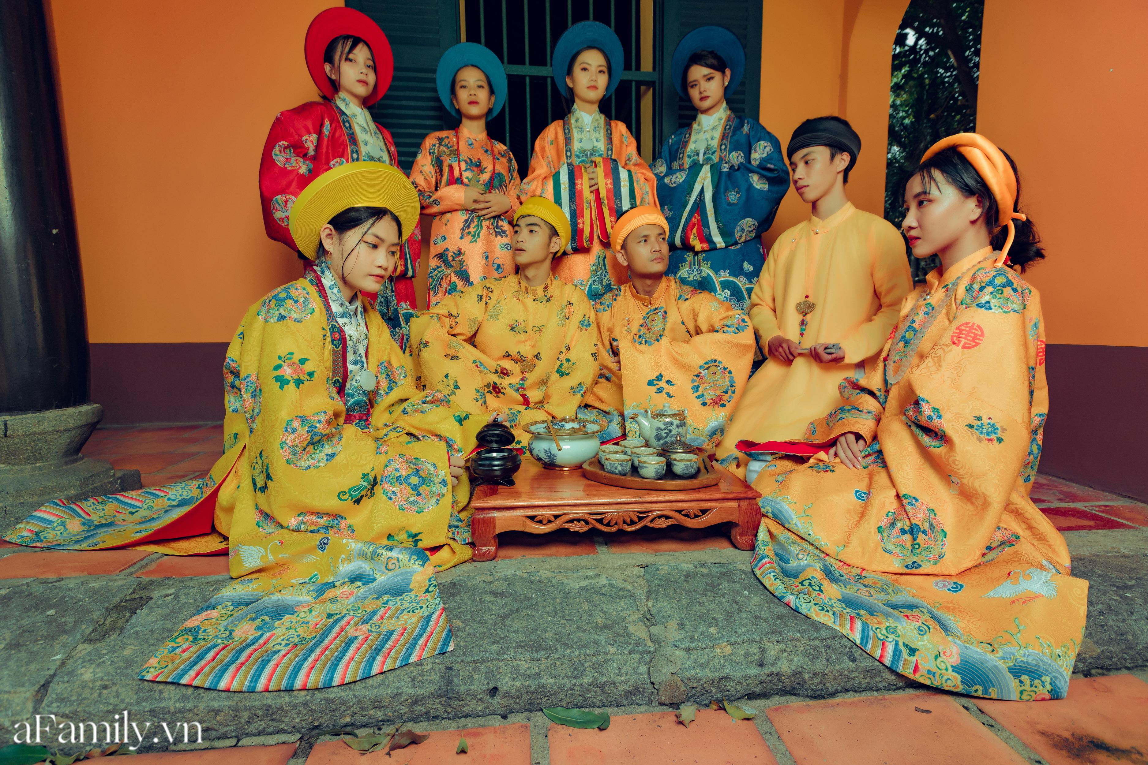 """Nhóm học sinh cấp 3 tìm về nét đẹp truyền thống, diện nguyên dàn cổ phục Việt chụp ảnh kỷ yếu, nhanh chóng thành tạo """"hot trend"""" trên mạng xã hội - Ảnh 11."""