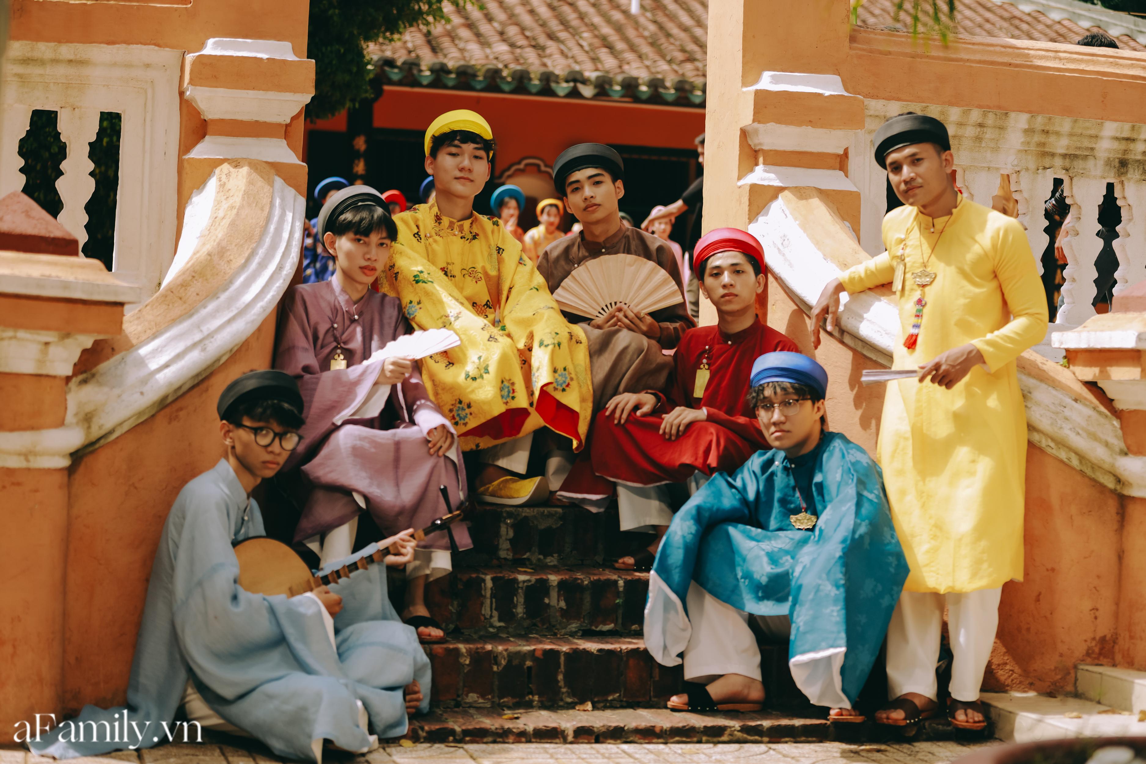 """Nhóm học sinh cấp 3 tìm về nét đẹp truyền thống, diện nguyên dàn cổ phục Việt chụp ảnh kỷ yếu, nhanh chóng thành tạo """"hot trend"""" trên mạng xã hội - Ảnh 9."""