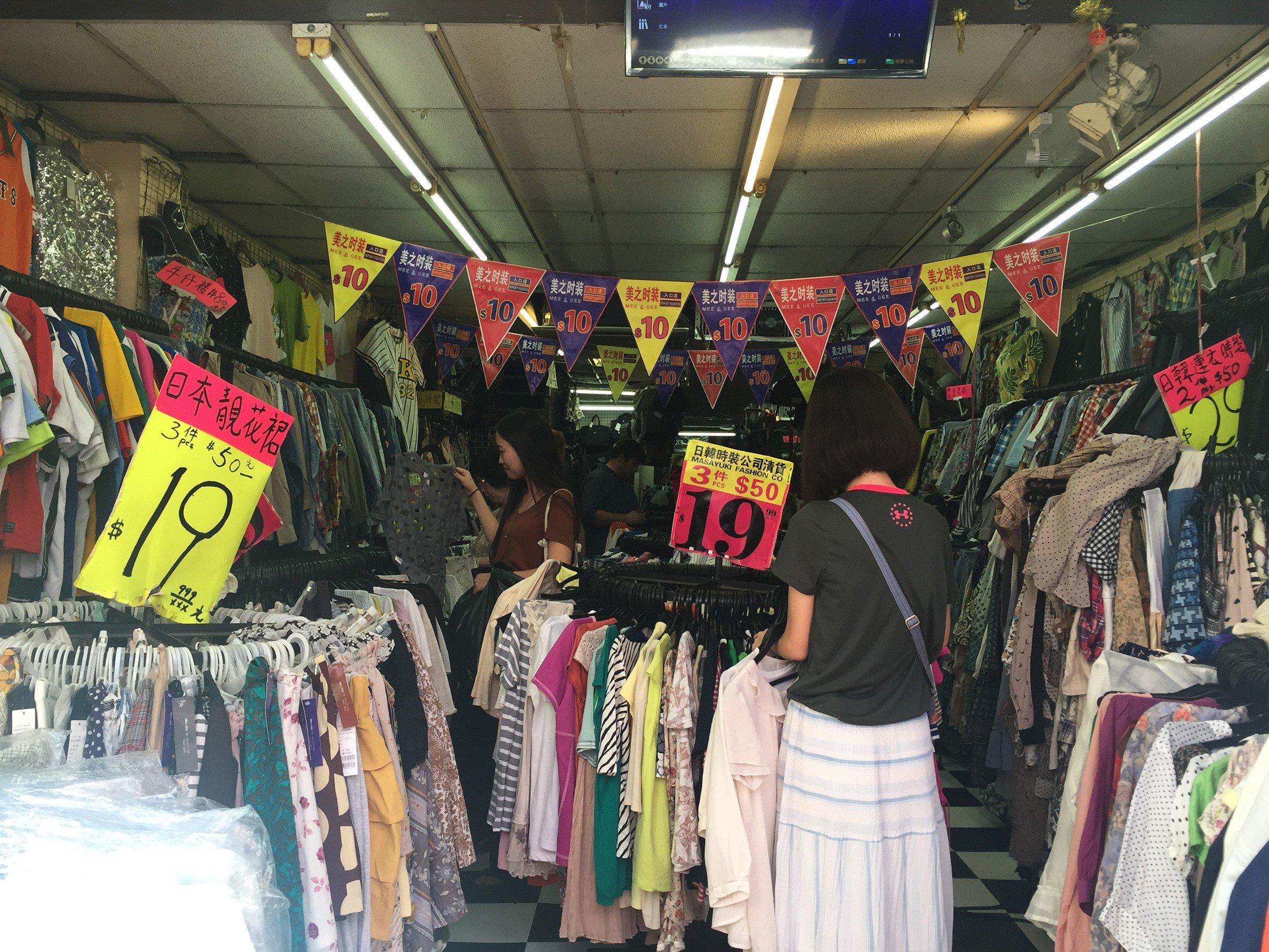 """Các cửa hàng bán hàng thùng mọc lên như nấm ở Hàn Quốc được giới trẻ """"phát cuồng"""": Đồ cũ bán theo chủ đề độc đáo, hàng hiệu lại giá rẻ theo cân - Ảnh 3."""