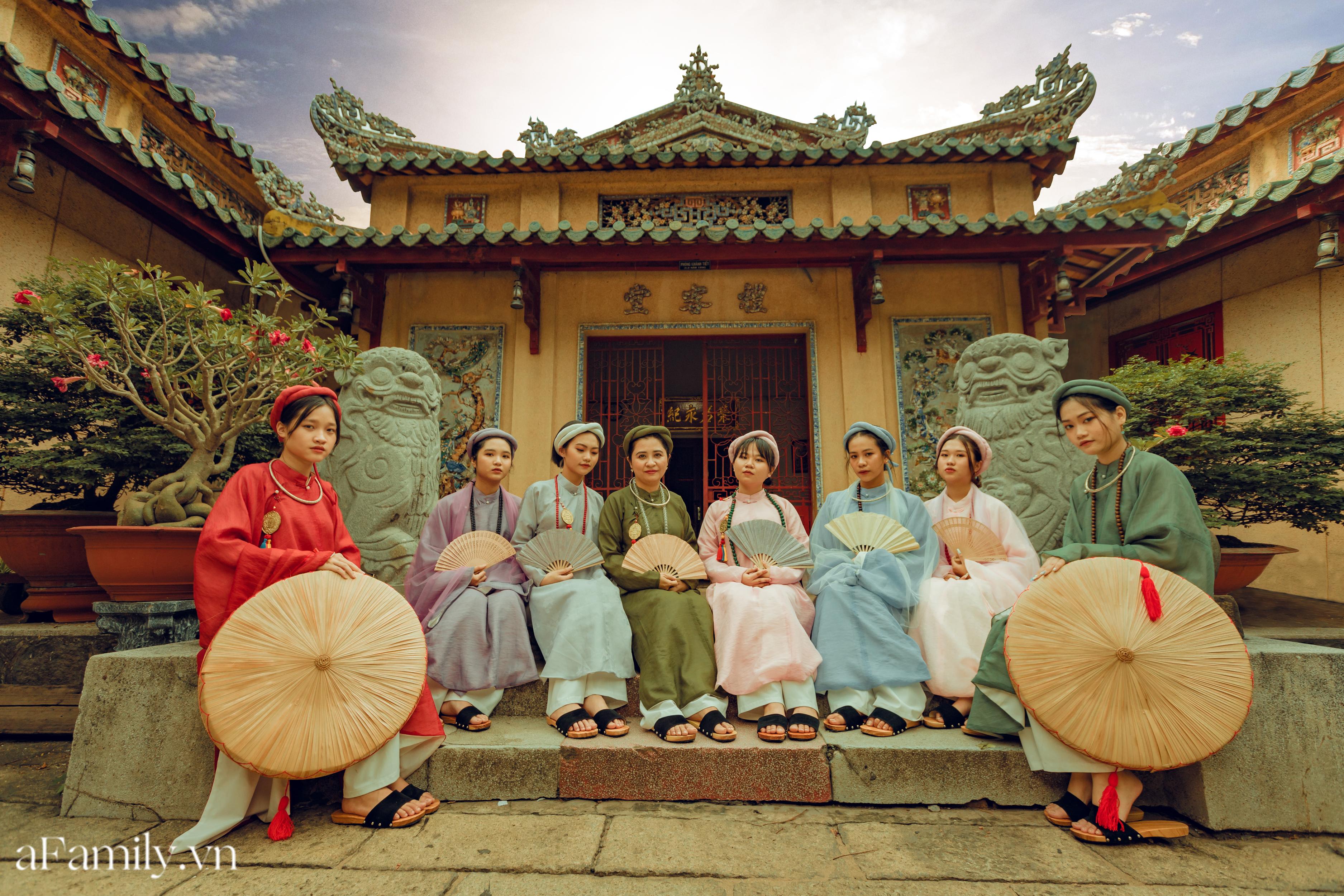 """Nhóm học sinh cấp 3 tìm về nét đẹp truyền thống, diện nguyên dàn cổ phục Việt chụp ảnh kỷ yếu, nhanh chóng thành tạo """"hot trend"""" trên mạng xã hội - Ảnh 3."""