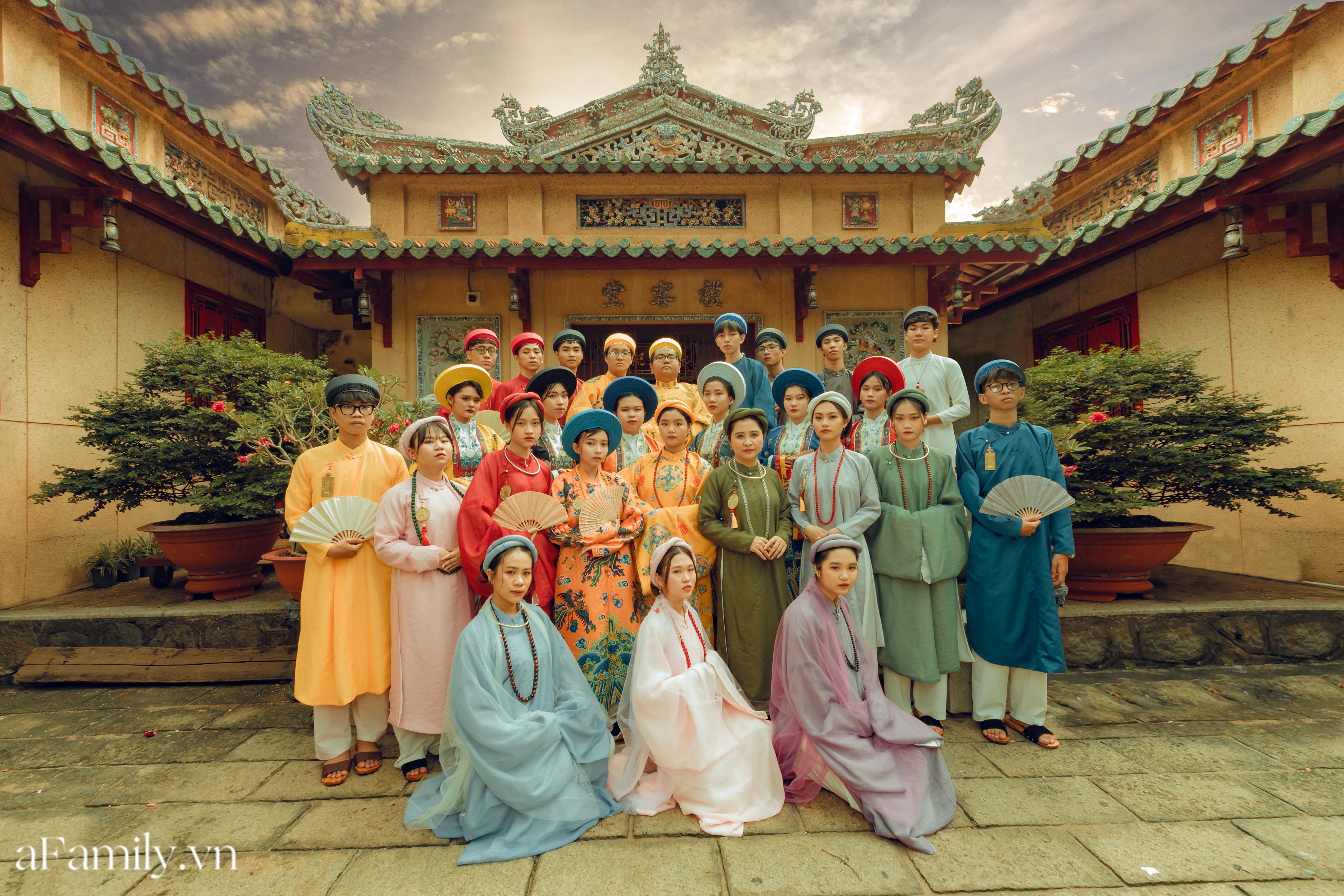 """Nhóm học sinh cấp 3 tìm về nét đẹp truyền thống, diện nguyên dàn cổ phục Việt chụp ảnh kỷ yếu, nhanh chóng thành tạo """"hot trend"""" trên mạng xã hội - Ảnh 7."""