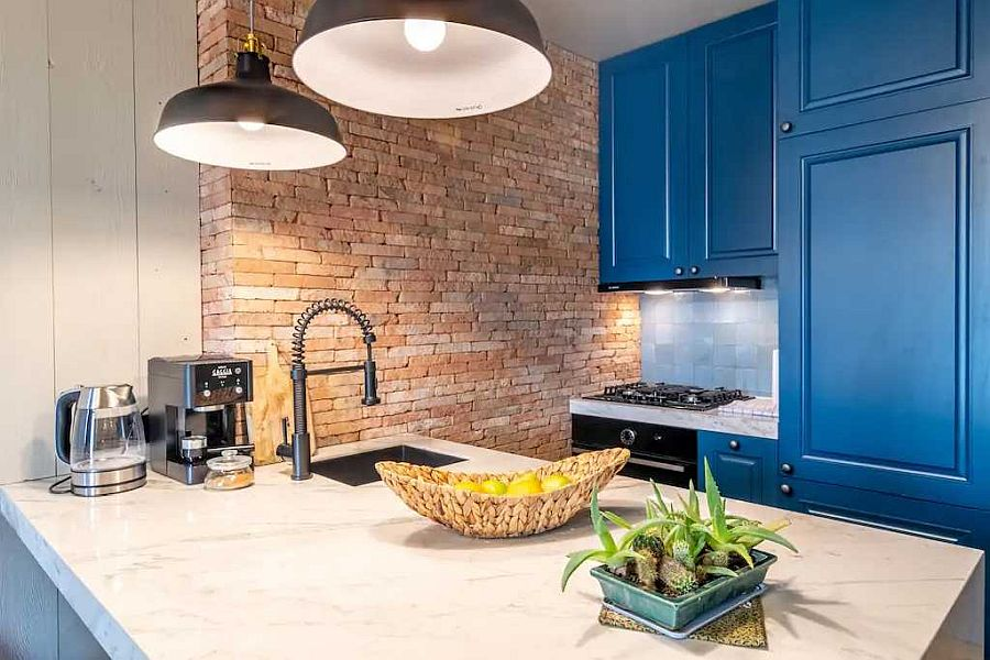 Gợi ý thiết kế căn bếp nhỏ xịn sò với những bức tường gạch trần duyên dáng - Ảnh 3.