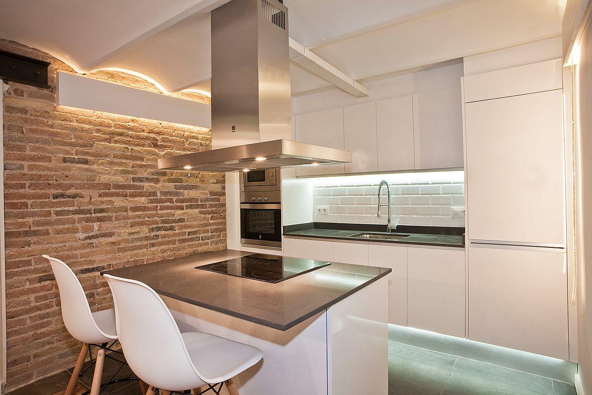 Gợi ý thiết kế căn bếp nhỏ xịn sò với những bức tường gạch trần duyên dáng - Ảnh 4.