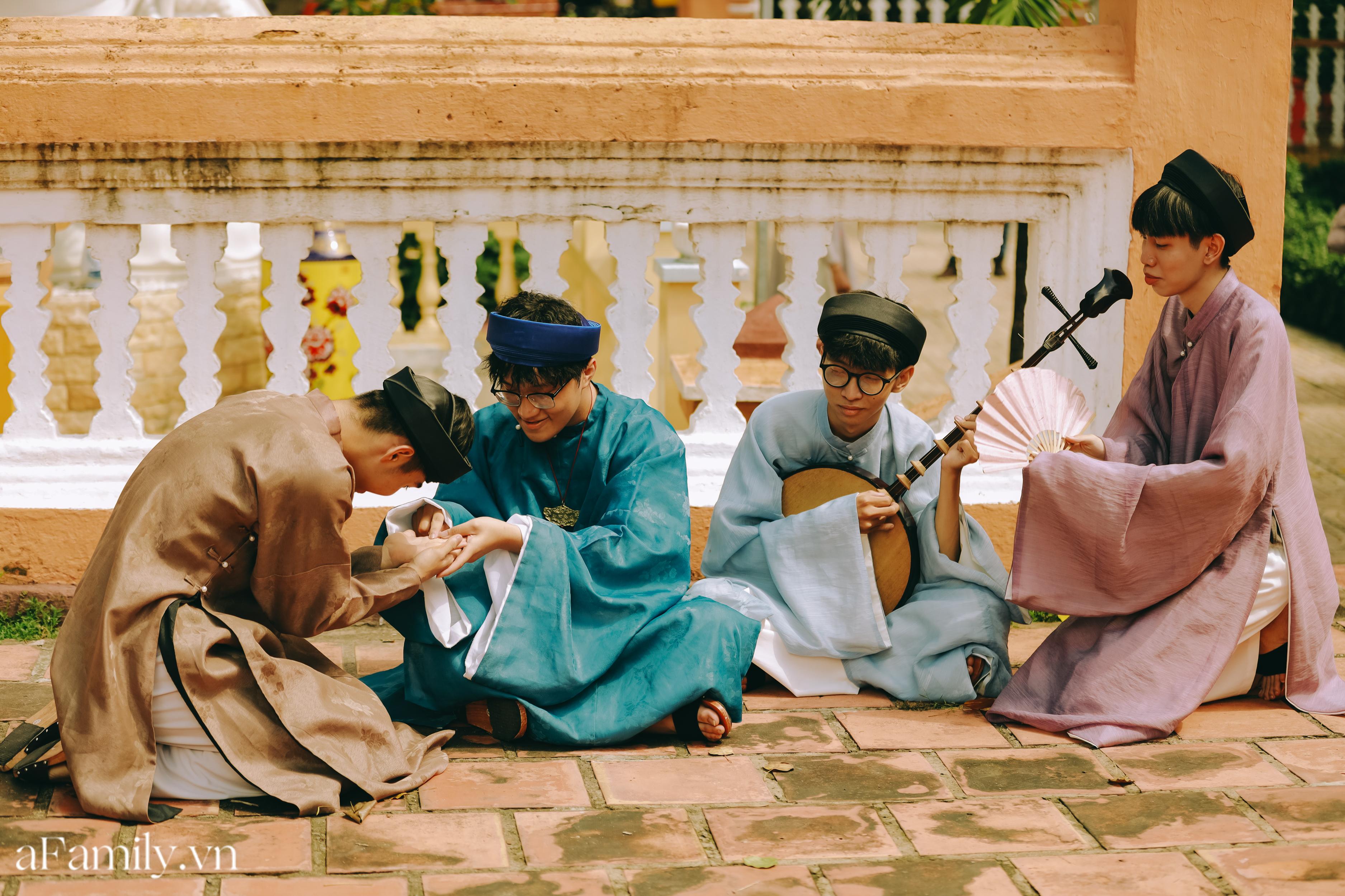 """Nhóm học sinh cấp 3 tìm về nét đẹp truyền thống, diện nguyên dàn cổ phục Việt chụp ảnh kỷ yếu, nhanh chóng thành tạo """"hot trend"""" trên mạng xã hội - Ảnh 10."""
