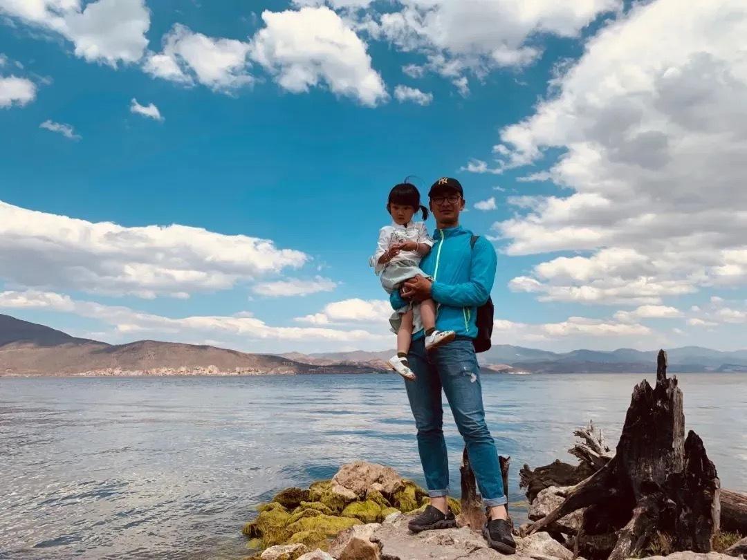 Người cha dẫn con gái 4 tuổi đi phượt 71 ngày liên tục, vượt qua hơn 4000 cây số bằng xe đạp chỉ để dạy con bài học này - Ảnh 1.