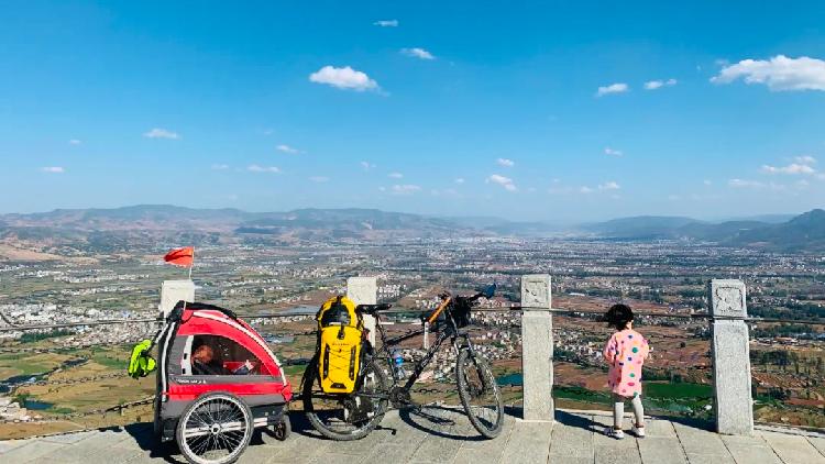 Người cha dẫn con gái 4 tuổi đi phượt 71 ngày liên tục, vượt qua hơn 4000 cây số bằng xe đạp chỉ để dạy con bài học này - Ảnh 4.