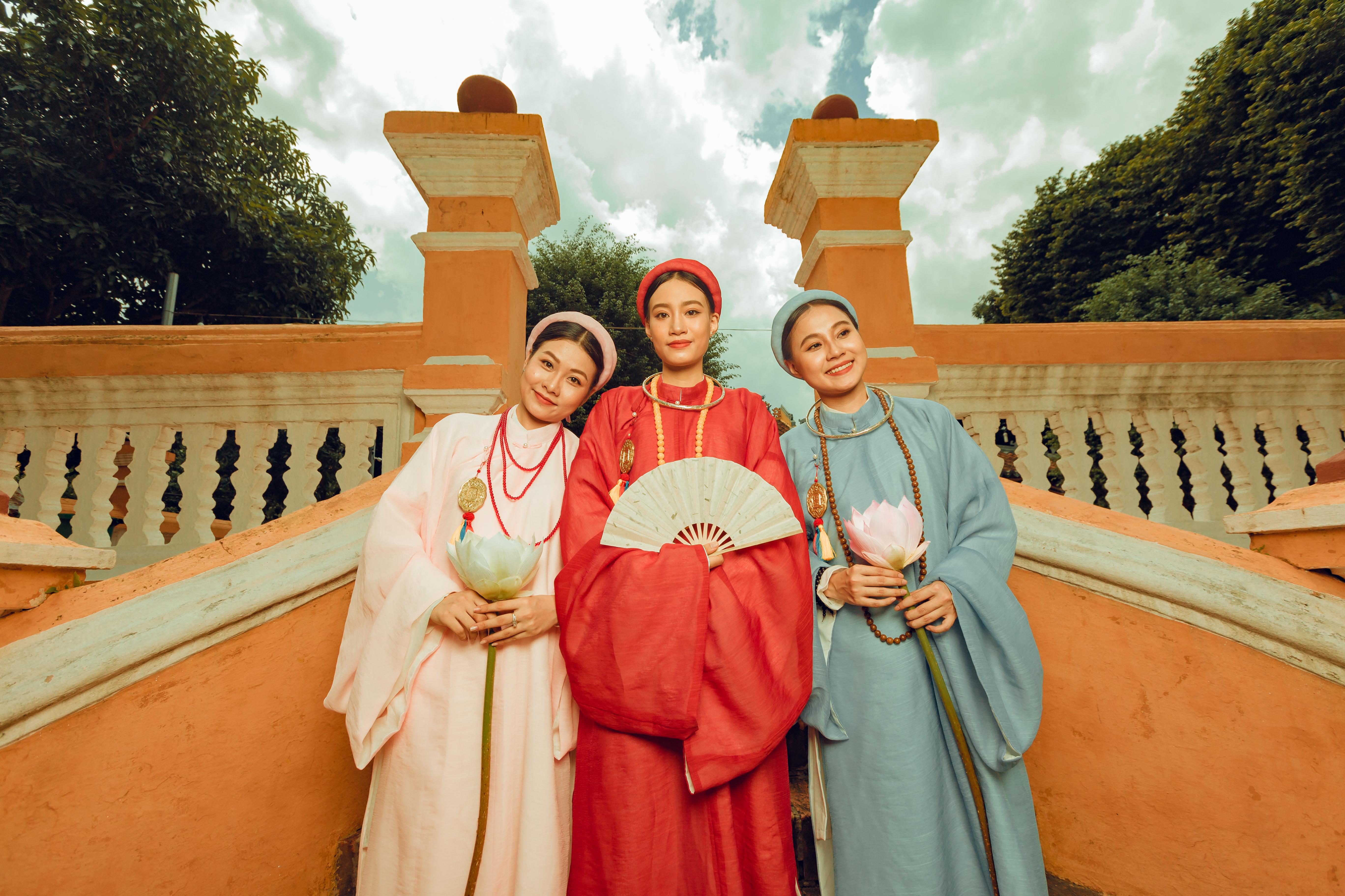 """Nhóm học sinh cấp 3 tìm về nét đẹp truyền thống, diện nguyên dàn cổ phục Việt chụp ảnh kỷ yếu, nhanh chóng thành tạo """"hot trend"""" trên mạng xã hội - Ảnh 16."""