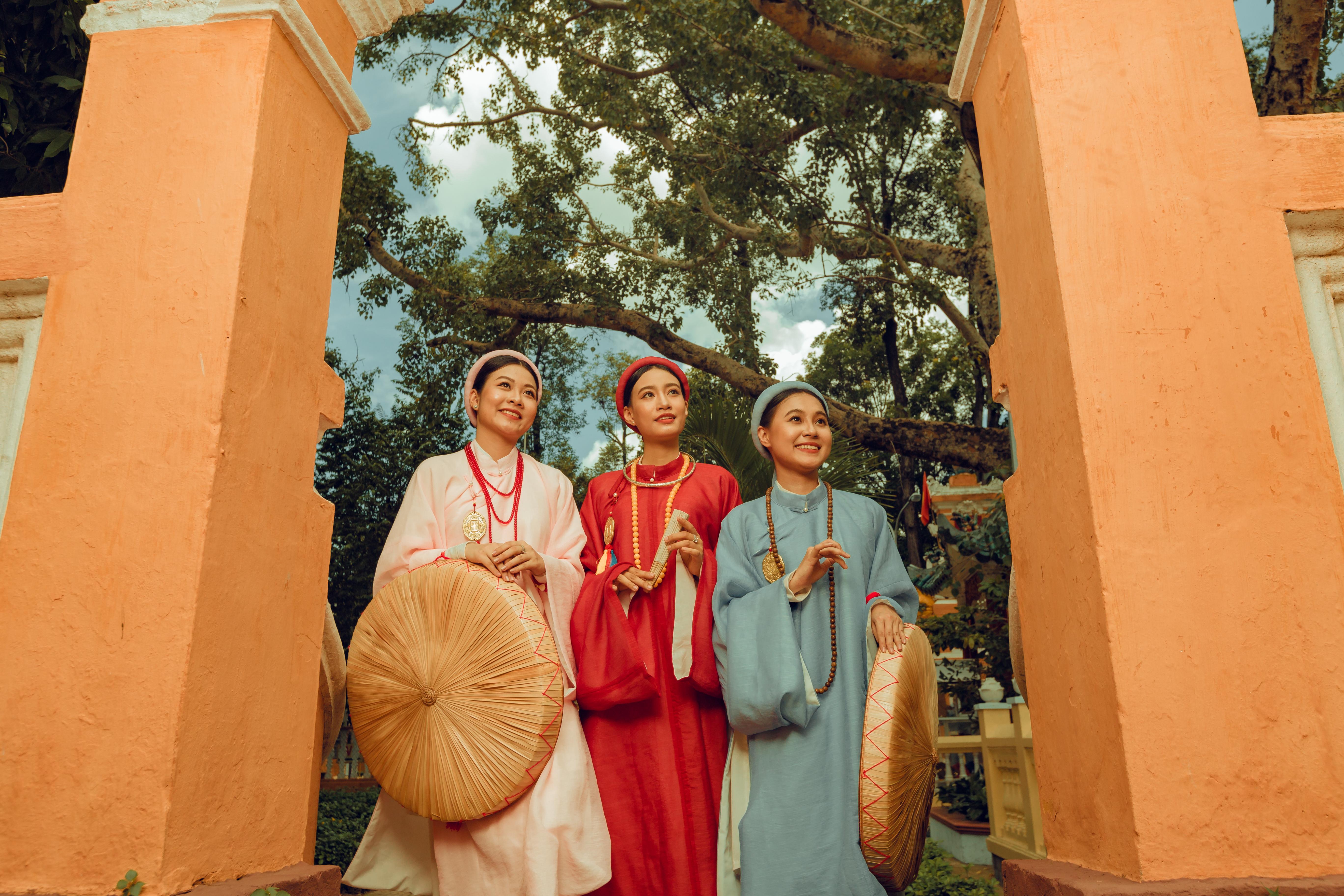 """Nhóm học sinh cấp 3 tìm về nét đẹp truyền thống, diện nguyên dàn cổ phục Việt chụp ảnh kỷ yếu, nhanh chóng thành tạo """"hot trend"""" trên mạng xã hội - Ảnh 18."""