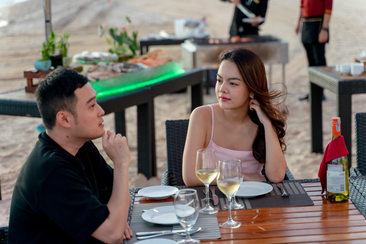 Bắt gặp Quang Vinh và Phạm Quỳnh Anh ăn tối lãng mãn bên bờ biển Phú Quốc - Ảnh 9.