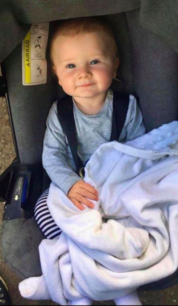 Mẹ vừa quay lưng đi, bé trai 10 tháng tuổi nuốt một ít nước giặt dẫn đến bị hôn mê  - Ảnh 2.