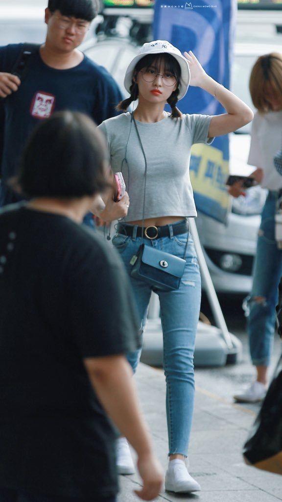 Bạn sẽ không biết mặc quần skinny jeans xấu là gì nếu học 14 set đồ xịn đẹp sau đây của sao Hàn - Ảnh 5.