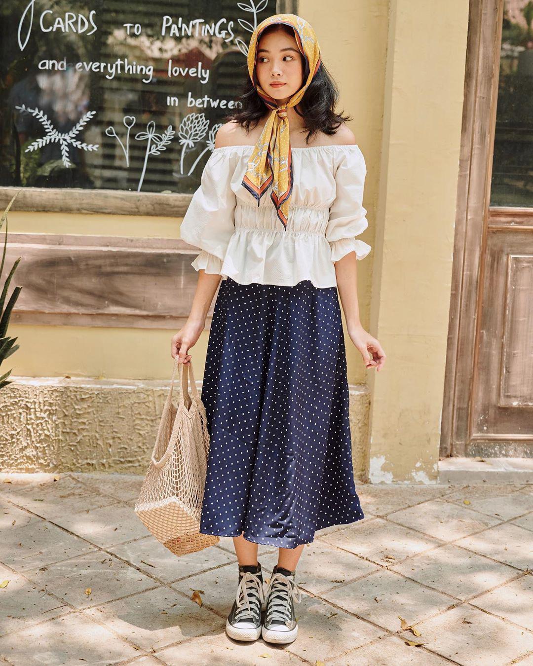 Áo blouse nhấn eo đã hack dáng còn mix được 5 kiểu khác nhau, bảo sao nàng nào cũng muốn sắm vài ba chiếc - Ảnh 7.