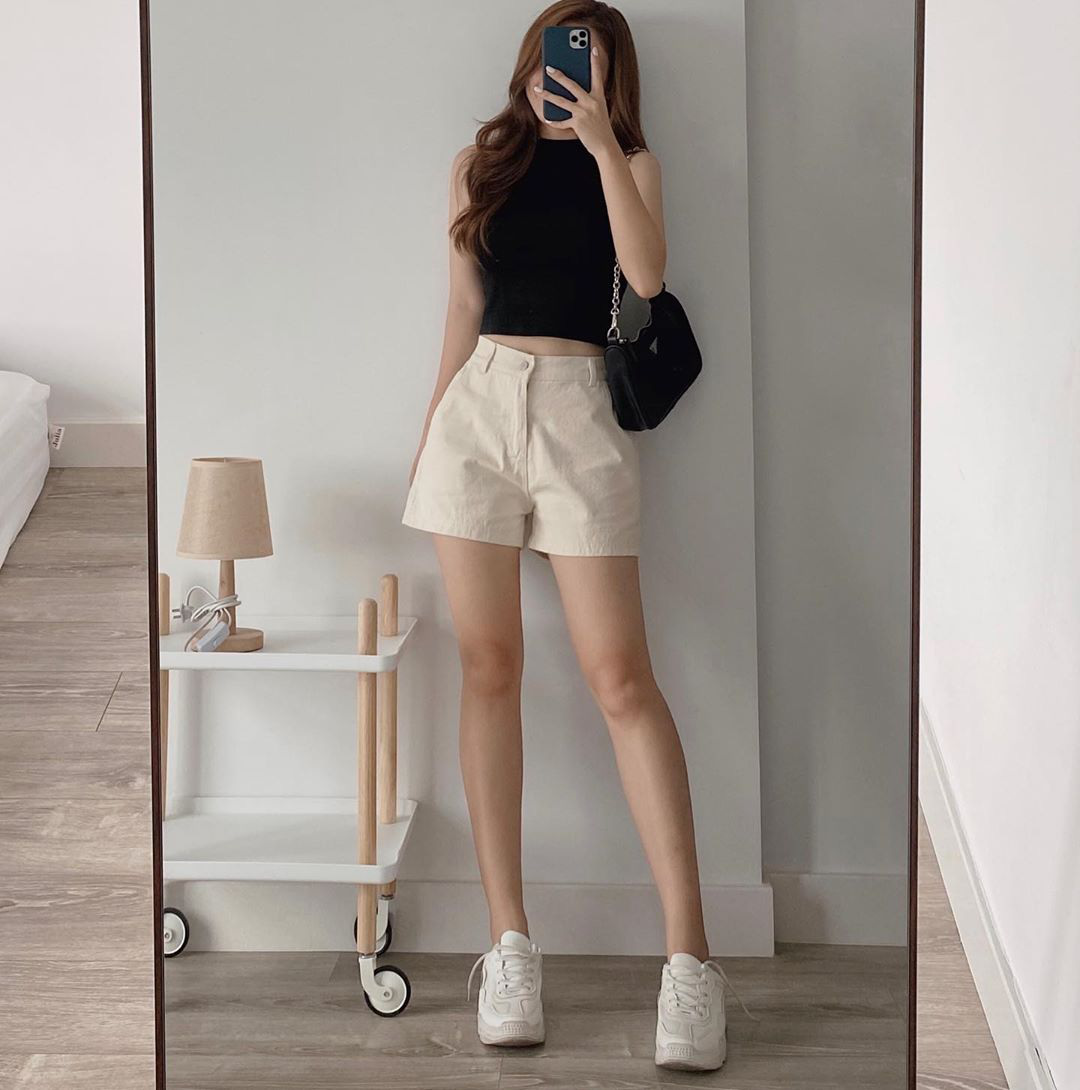 Nhờ chiếc crop top mà netizen mới biết Kim Yoo Jung có vòng eo đẹp mê, bí kíp mặc kín mà vẫn sexy là đây chứ đâu  - Ảnh 11.