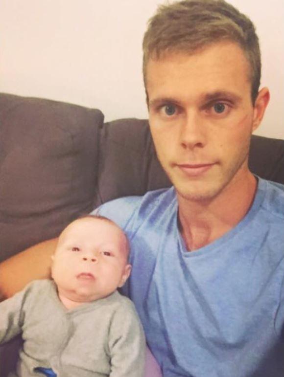 """Vừa lên chức bố chưa được bao lâu, chàng trai 23 tuổi trở thành """"ông ngoại"""" trẻ nhất thế giới khi cháu trai chào đời - Ảnh 7."""