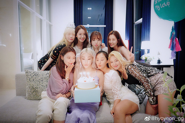 """Tiệc kỷ niệm 13 năm debut của SNSD là chuyện vui nhưng lại khiến Hyoyeon """"nặng gánh"""" vì dress code - Ảnh 2."""