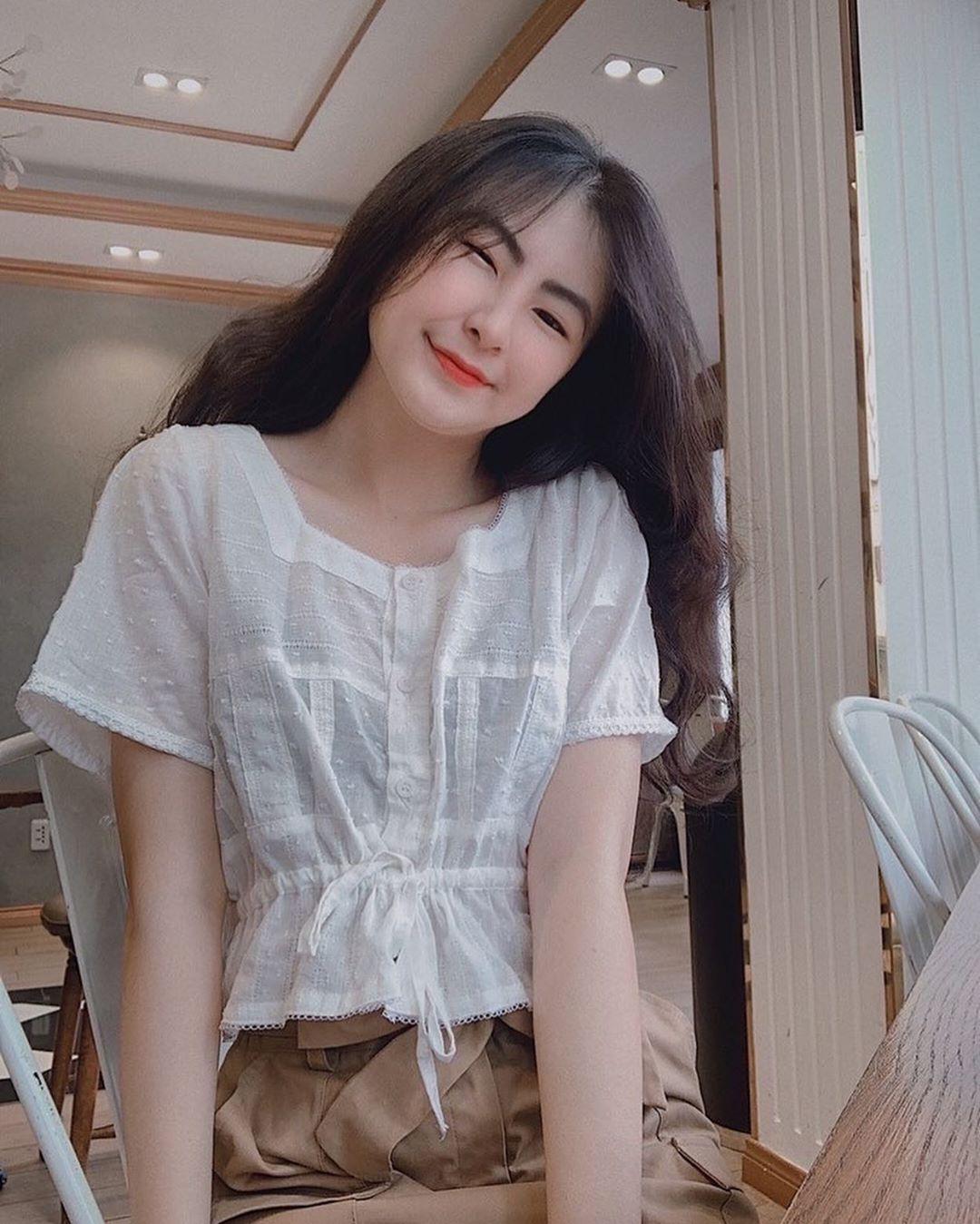Áo blouse nhấn eo đã hack dáng còn mix được 5 kiểu khác nhau, bảo sao nàng nào cũng muốn sắm vài ba chiếc - Ảnh 1.