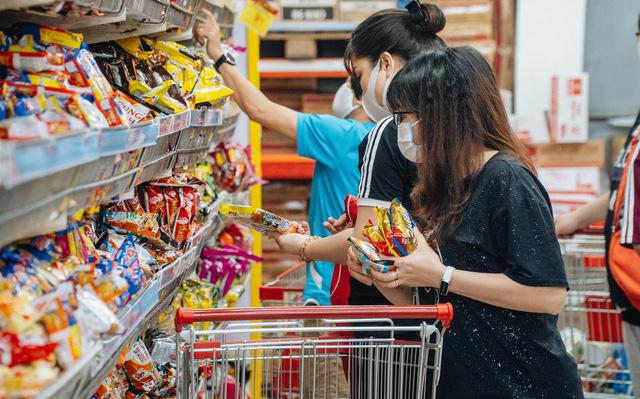 Đi chợ, rửa rau, giặt đồ mùa COVID-19: Cần thực hiện đúng theo những khuyến cáo này của WHO để bảo vệ gia đình khỏi sự lây lan của virus - Ảnh 2.