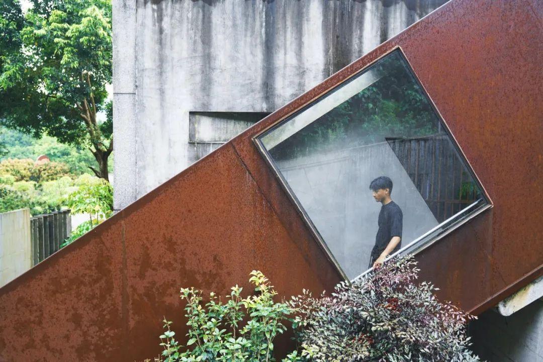 Từ một cậu bé nghèo trở thành tỉ phú, người đàn ông mua cả thung lung 22.000m² để thiết kế biệt thự dưỡng già - Ảnh 9.
