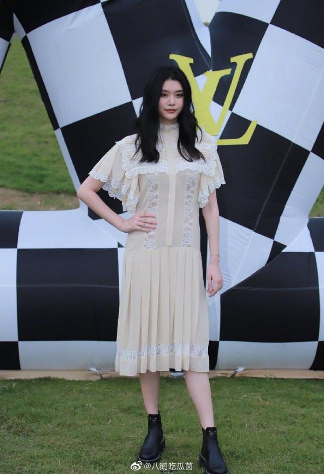 """Khi Seo Ye Ji đụng hàng, ngay cả """"con dâu sòng bạc Macau"""" cũng phải lép vế: """"Điên nữ"""" thắng thế toàn tập chỉ nhờ kiểu tóc búi  - Ảnh 4."""