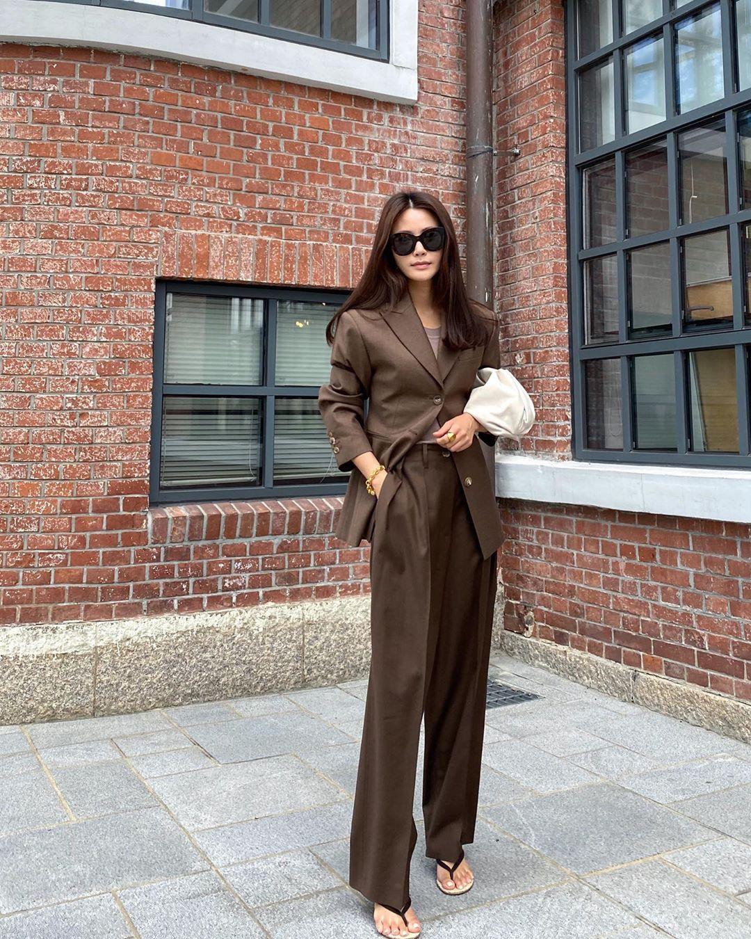 Chân dài nổi tiếng nhưng Seo Ye Ji cũng từng dìm dáng thảm hại vì chọn nhầm bộ suit khiến chân ngắn một mẩu - Ảnh 8.