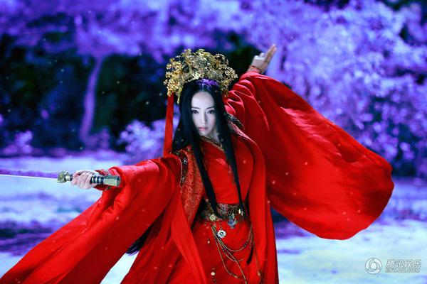 """""""Hộc Châu phu nhân"""": Lộ thêm tạo hình nữ tính của Dương Mịch nhưng trang phục, đầu tóc cứ già dặn thế nào ấy - Ảnh 8."""