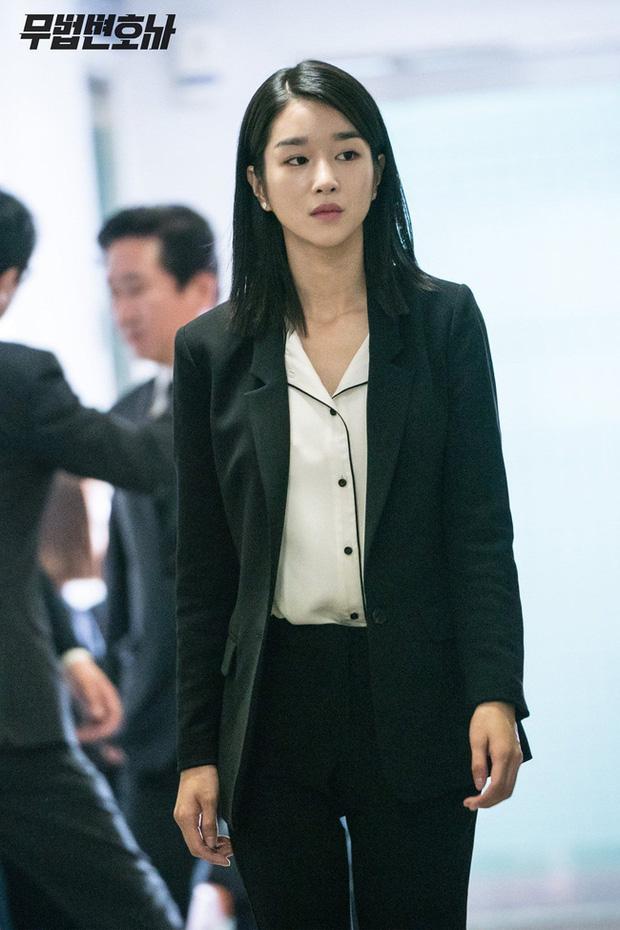 Chân dài nổi tiếng nhưng Seo Ye Ji cũng từng dìm dáng thảm hại vì chọn nhầm bộ suit khiến chân ngắn một mẩu - Ảnh 7.