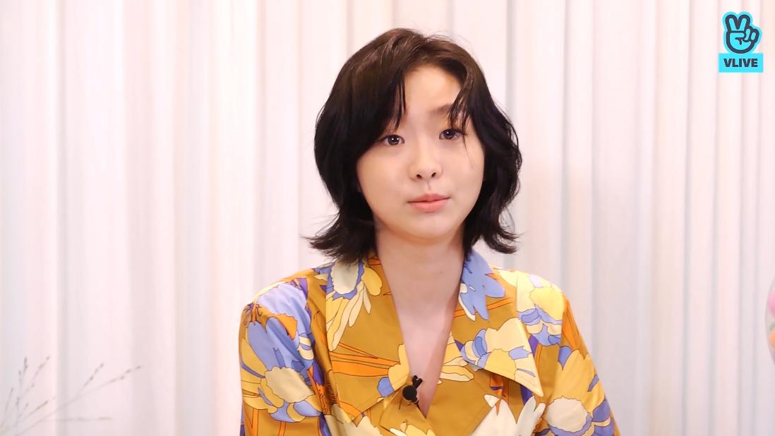 """Lột xác với hình ảnh mới, điên nữ Itaewon Class ăn diện chỉn chu nhưng vẫn bị """"dìm"""" nhan sắc vì tóc tai kém đẹp - Ảnh 2."""