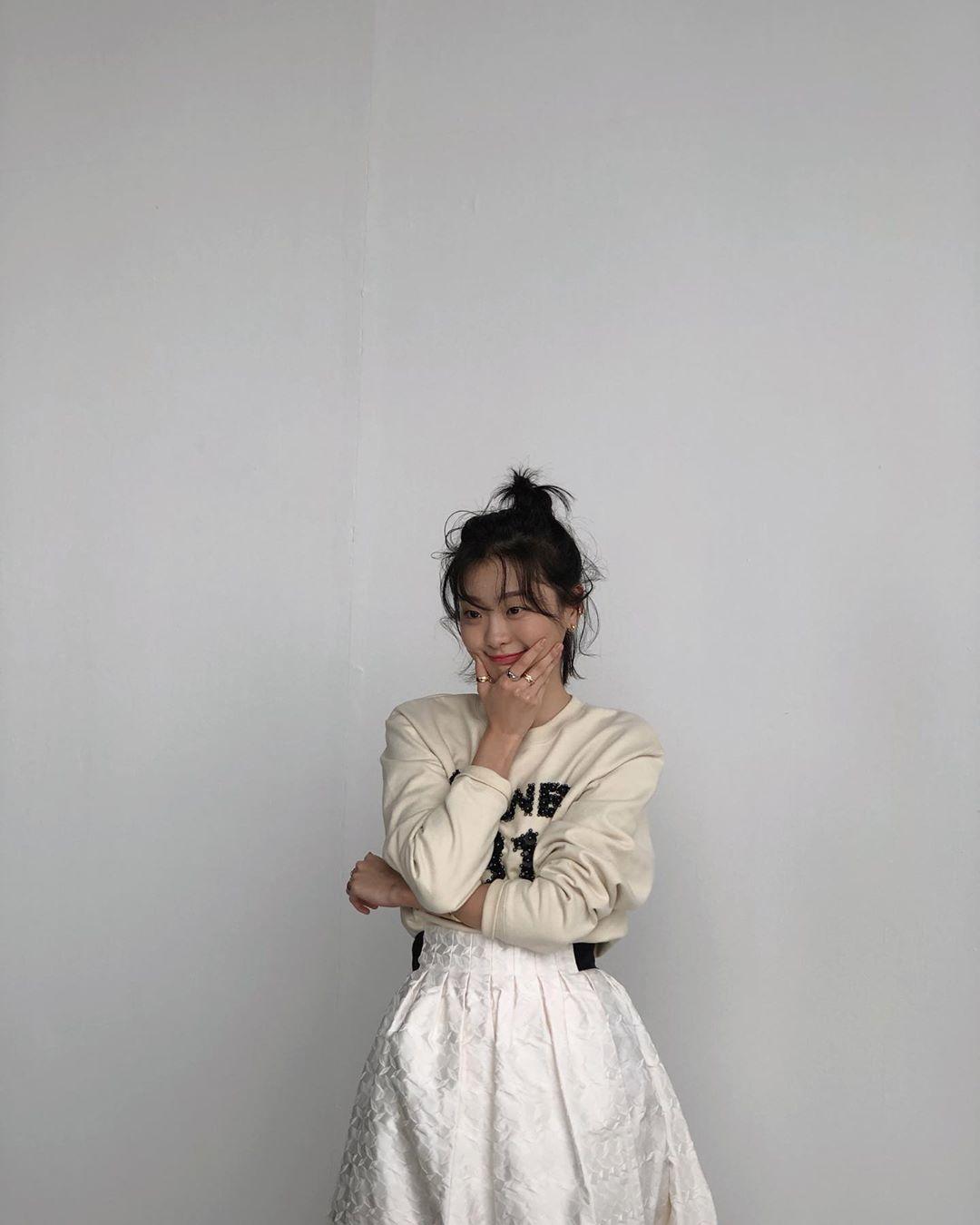 """Lột xác với hình ảnh mới, điên nữ Itaewon Class ăn diện chỉn chu nhưng vẫn bị """"dìm"""" nhan sắc vì tóc tai kém đẹp - Ảnh 8."""
