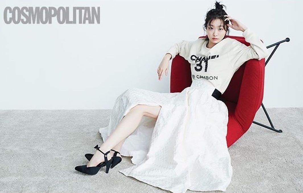 """Lột xác với hình ảnh mới, điên nữ Itaewon Class ăn diện chỉn chu nhưng vẫn bị """"dìm"""" nhan sắc vì tóc tai kém đẹp - Ảnh 7."""