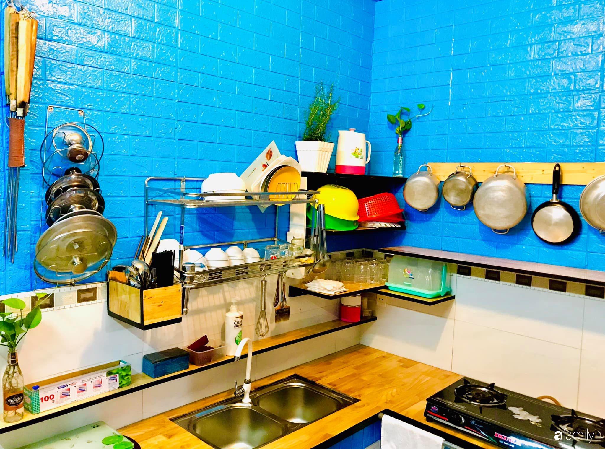 Căn bếp vỏn vẹn chỉ 5m² được ông bố Sài Gòn cải tạo tiện dụng cho việc nấu nướng hàng ngày có chi phí hơn 2 triệu đồng - Ảnh 1.