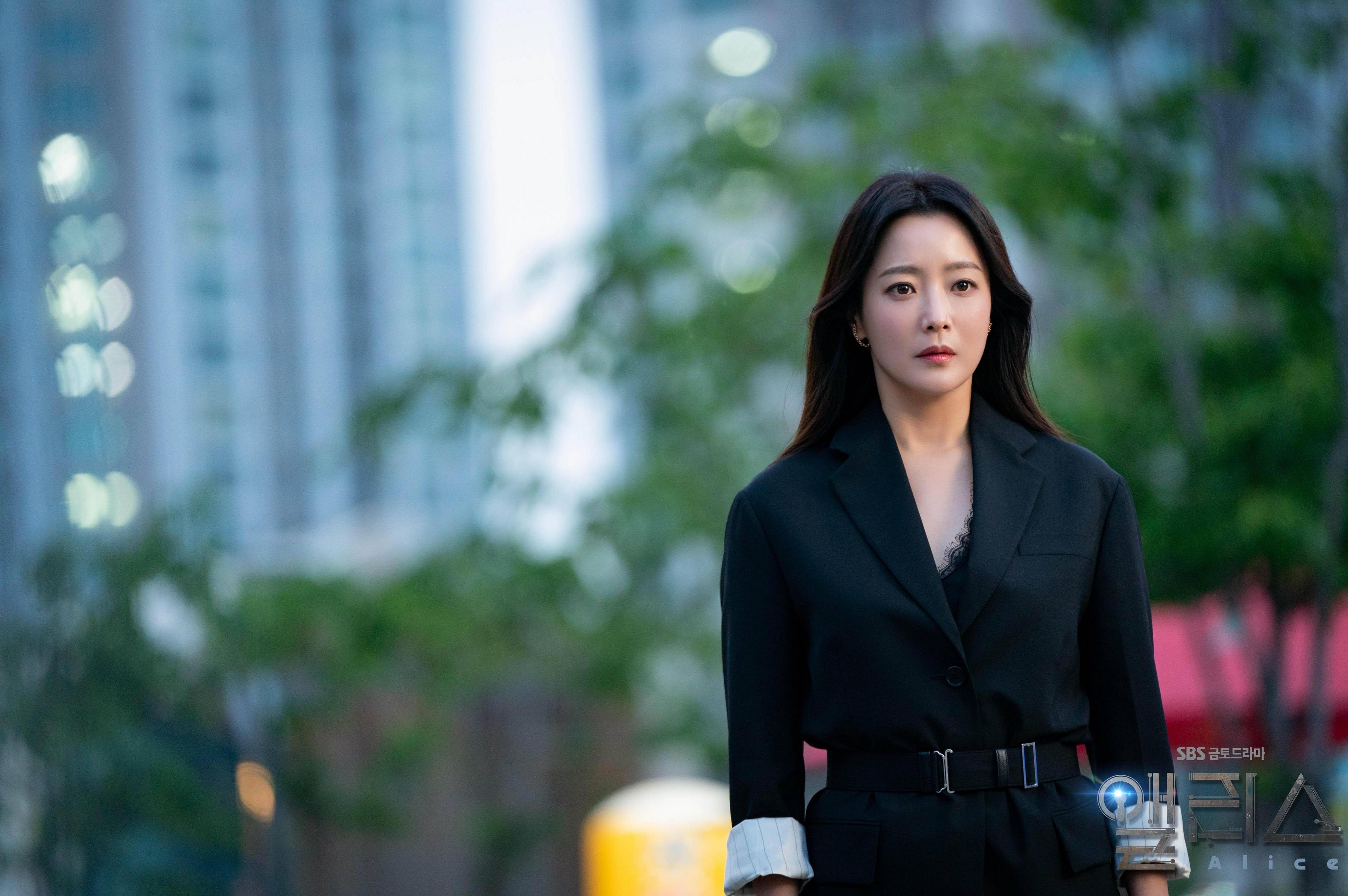 """Gặp phải """"quốc bảo nhan sắc"""" Kim Hee Sun thì có là Seo Ye Ji hay Irene đều phải chịu thua khi đụng hàng - Ảnh 2."""